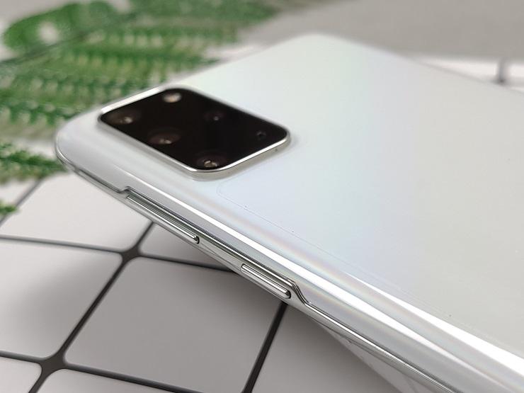 Canh phai cua Galaxy S20 Plus 5G xach tay Han Quoc